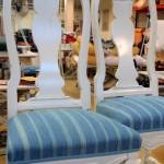Senbarockstolar i kundens egenvävda tyg